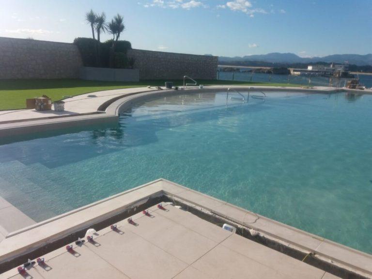 Instalación de piscina de obra en Cantabria